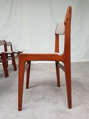 Lot de six chaises à manger du milieu du siècle conçus par Erik Buch
