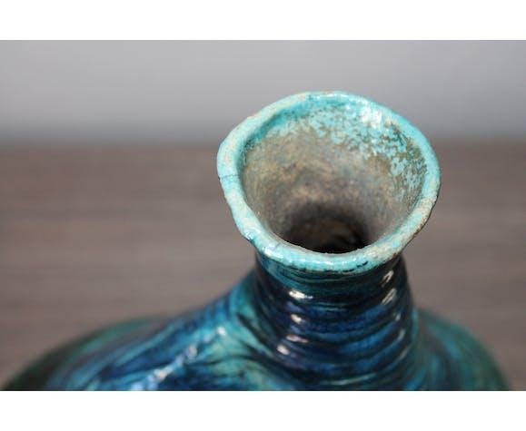 Vase émaillé signé