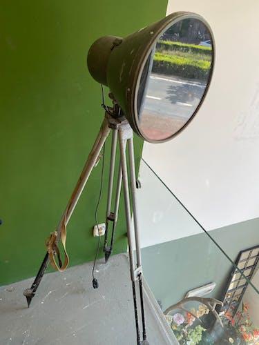 Lampe industrielle de trépied