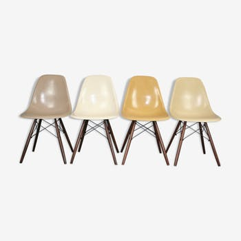 Lot 4 DSW chairs in fiber and walnut by Eames Herman Miller