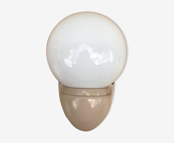 Applique Boule Opaline Blanc Socle Bakélite Beige Salle de ...