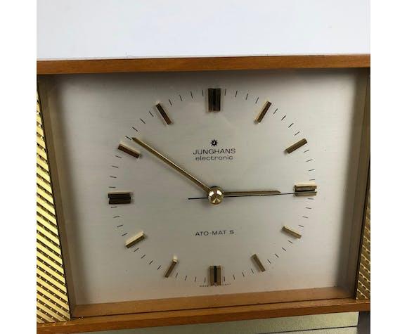 Horloge de table moderniste en bois de teck des années 1960