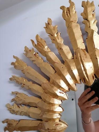 Miroir soleil en bois sculpté doré à la feuille d'or 64cm
