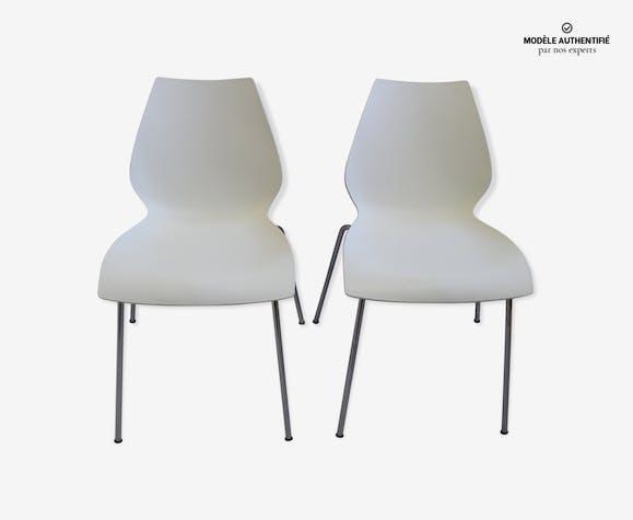 Paire de chaises blanche par Kartell modèle Maui