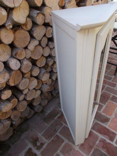 Vitrine d'angle en bois