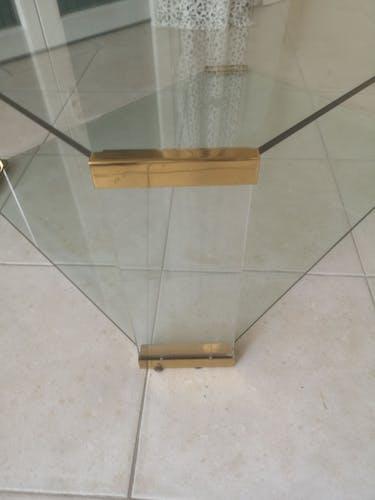 Table basse en verre plexigas et laiton