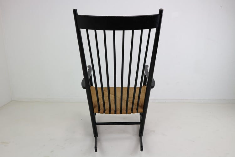 Rocking-chair J16 noire par Hans Wegner 1969