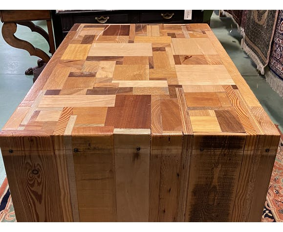 Central island log - modern manufacturing