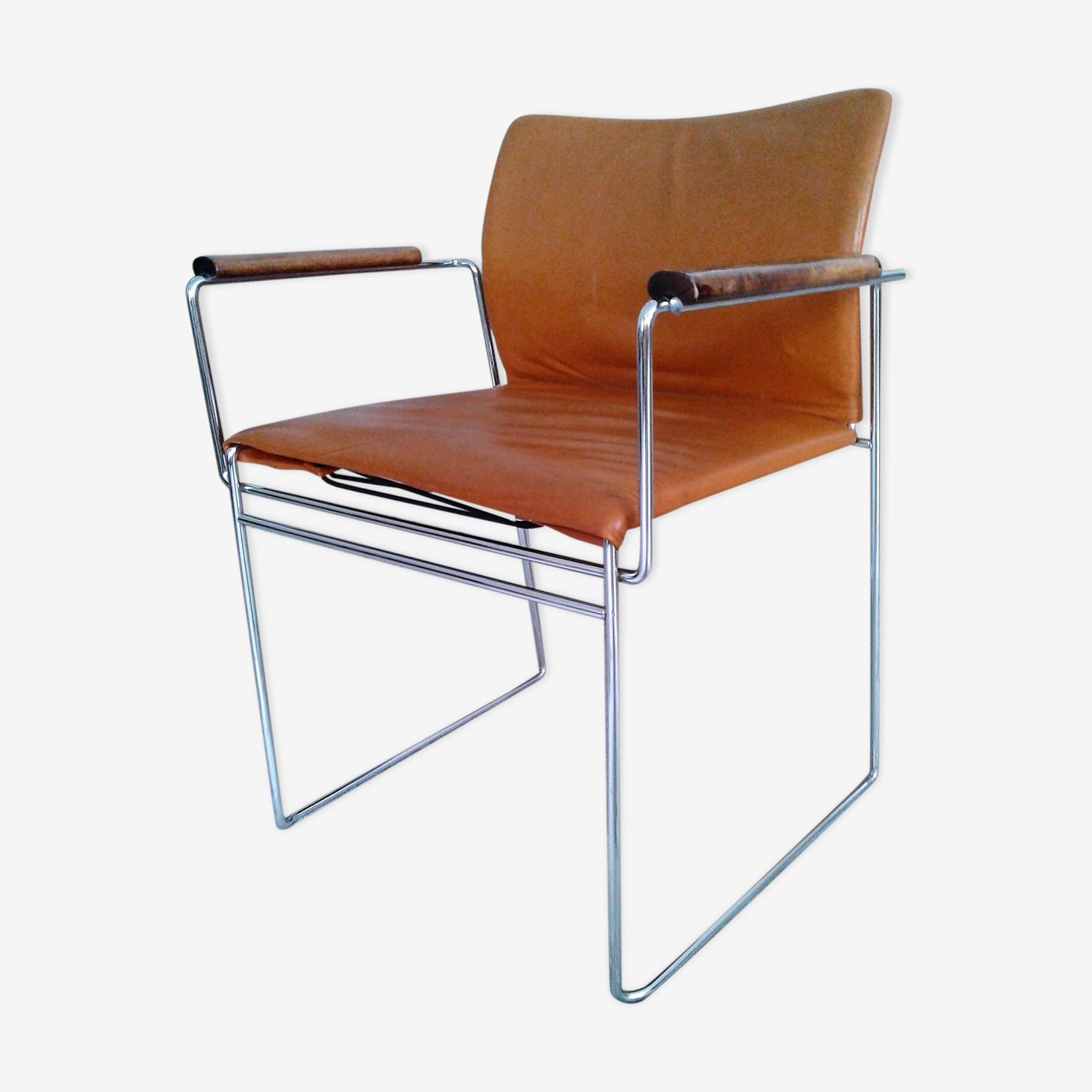 Fauteuil  en cuir Jano LG BR du designer Kazuhide Takahama créé en 1969