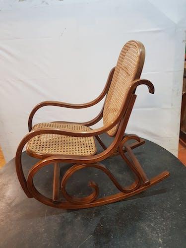 Rocking chair en bois courbé pour enfant