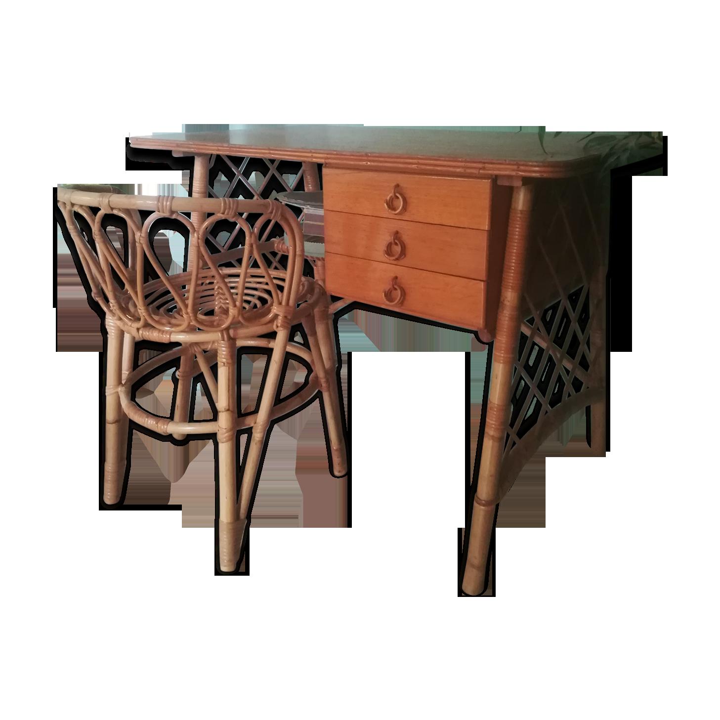 Chaise en osier et bureau de rotin sur le patio image stock