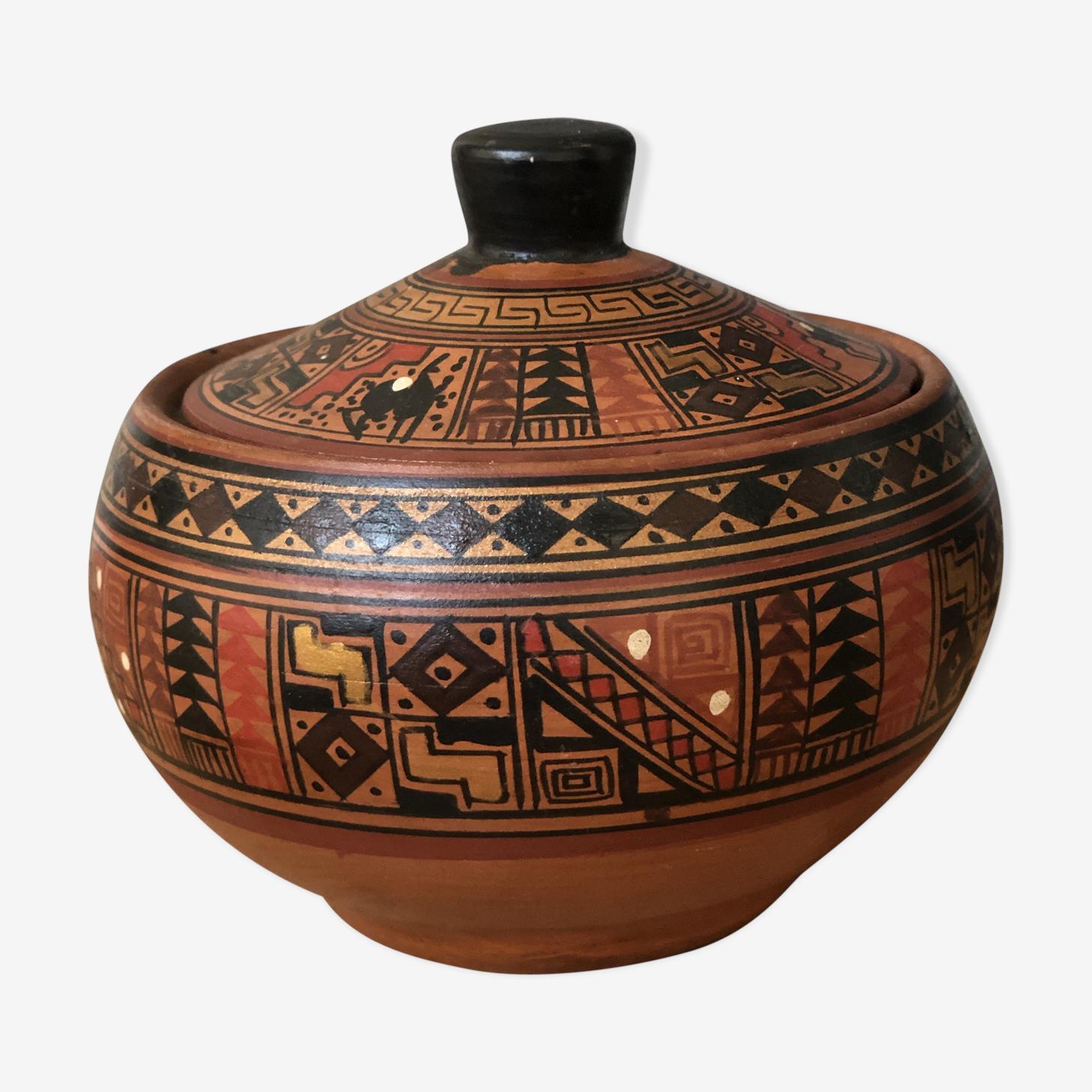 Pot style in earthen Hector ethnic motifs