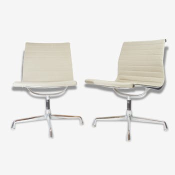 Pair of chairs Eames EA 105