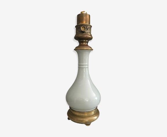 Lampe en porcelaine céladon shabby chic montée au pétrole par Gagneau
