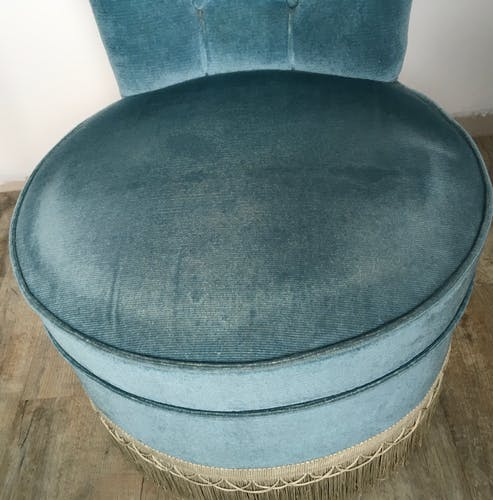 Blue velvet toad chair