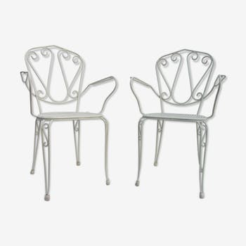 Pair of chairs in white iron