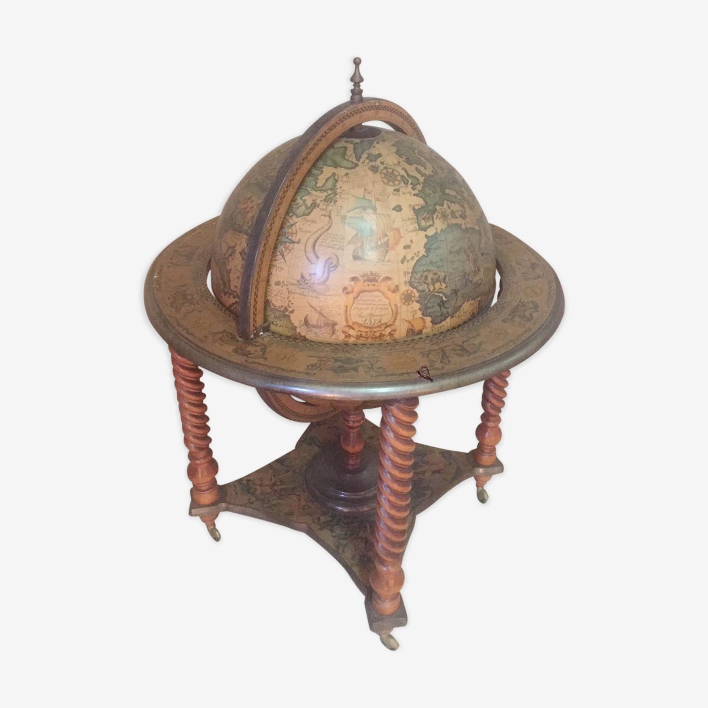 Globe terrestre bar sur roulettes