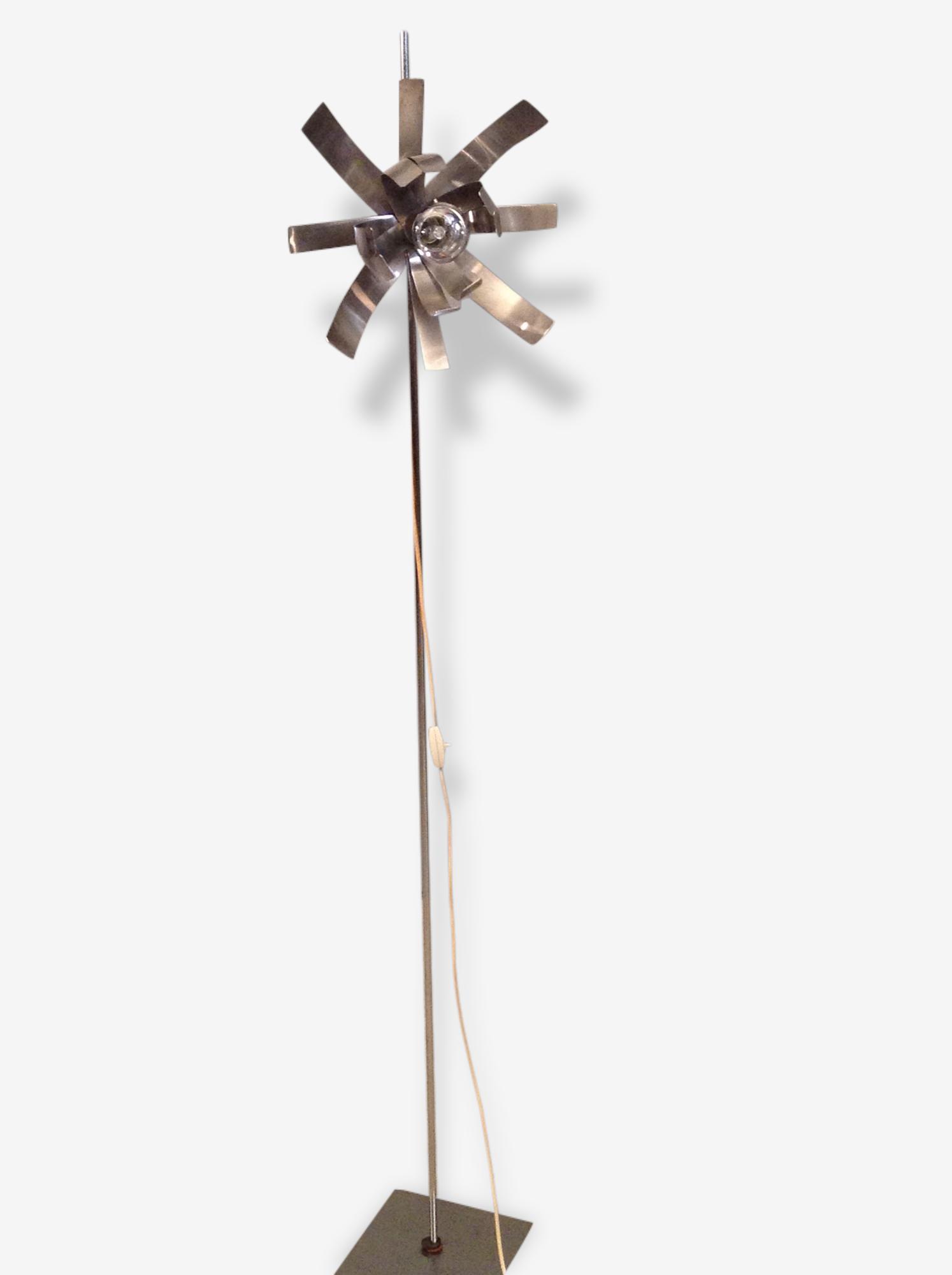 """Lampadaire """"fleur de lumière""""de Jocelyne Trocme"""