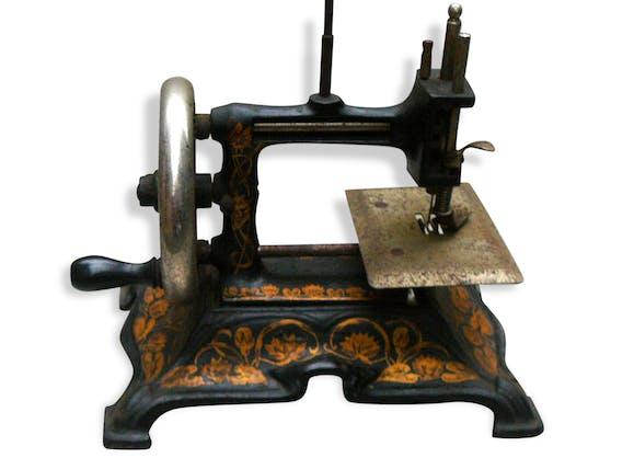jouet ancien de collection machine coudre fonte m tal noir vintage 56539. Black Bedroom Furniture Sets. Home Design Ideas
