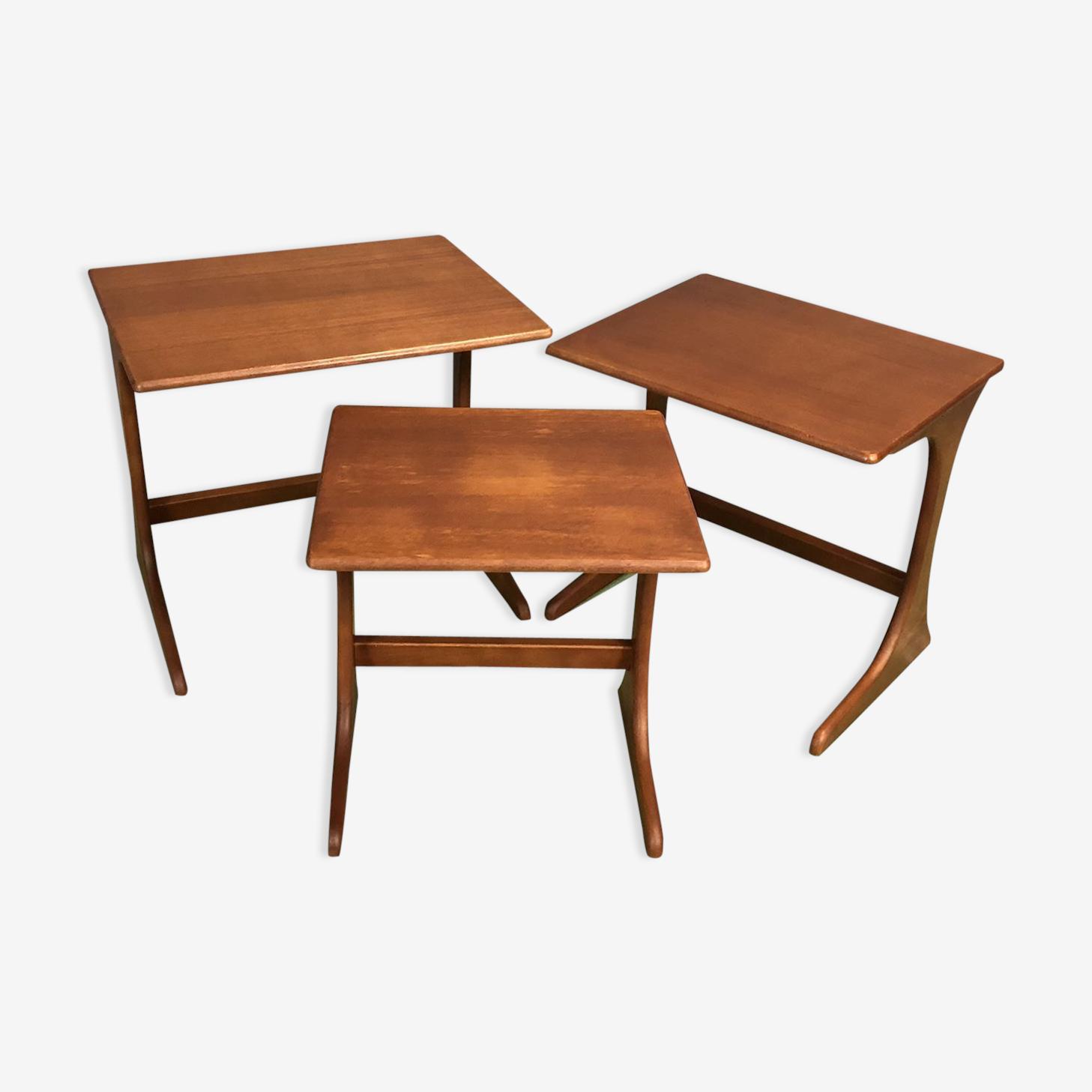 Suite de 3 tables gigognes en teck années 70