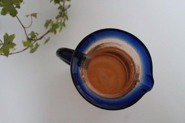 Pichet en verre bullé fabrication artisanale française, bleu et orange