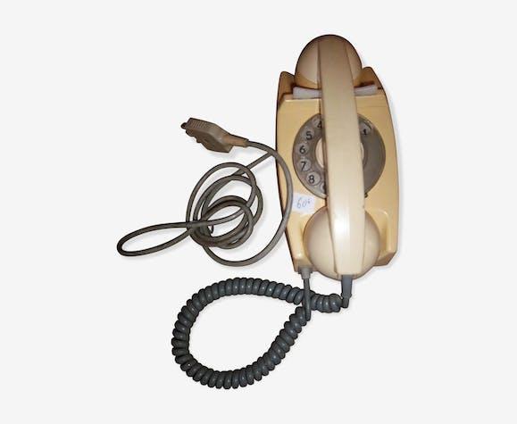 Téléphone anglais de 1960/65 en bakélite blanc