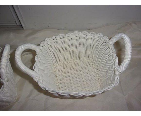 Duo of vintage white scoubidou baskets