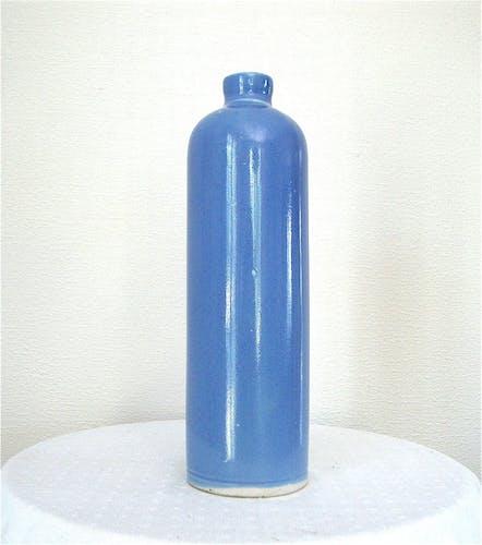 Bouteille en grès bleu lavande