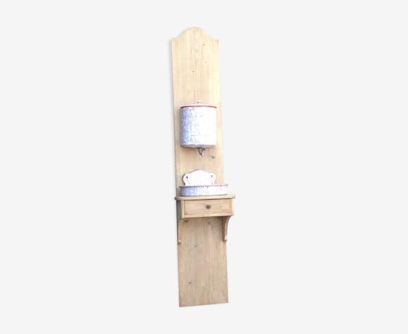 Fontaine sur support bois