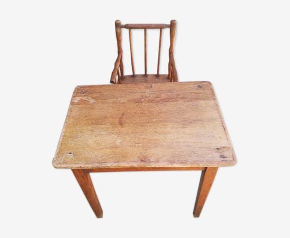 Table avec fauteuil