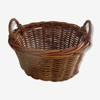Oval basket with two handles in braided rattan