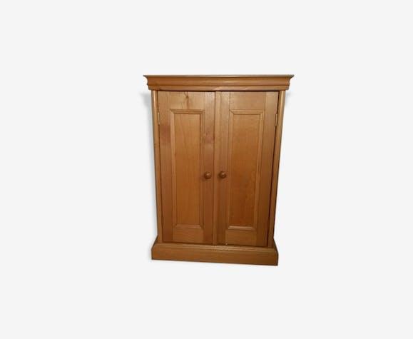 armoire moulin roty pour v tements de poup e bois. Black Bedroom Furniture Sets. Home Design Ideas