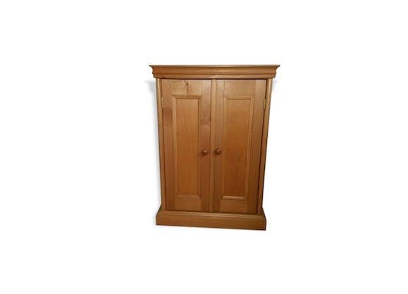armoire moulin roty pour v tements de poup e bois mat riau bois couleur vintage 58458. Black Bedroom Furniture Sets. Home Design Ideas