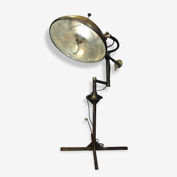 Old lamp scialytique hospital