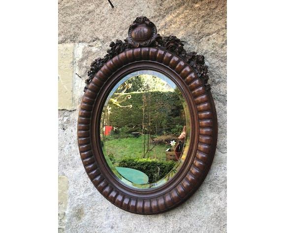 Miroir ovale en bois sculpté