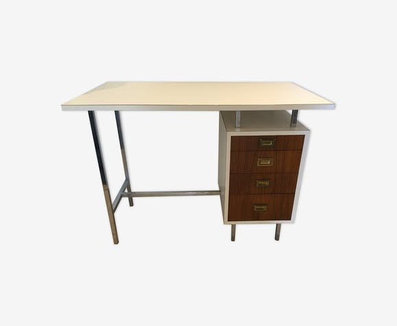 Bureau minimaliste vintage