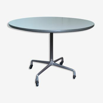 Eames table with wheels