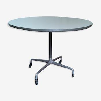 Table Eames à roulettes