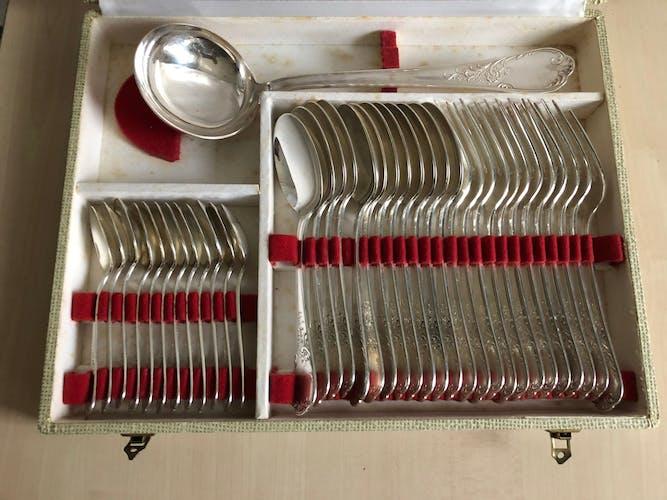 Ménagère 37 pièces en métal argenté