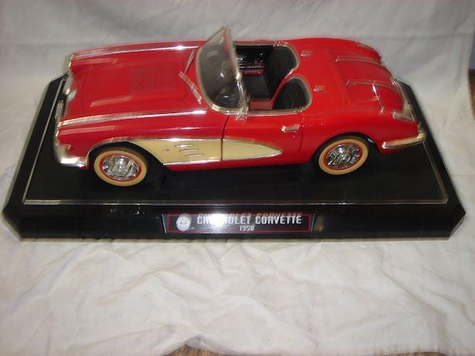 Voiture miniature en métal chevrolet corvette de 1958