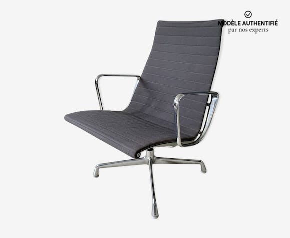 Fauteuil EA115 par Charles & Ray Eames