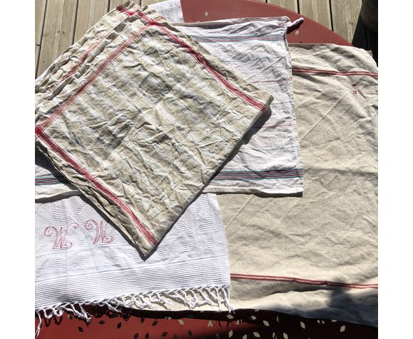 Lot 4 old, mismatched linen and cotton towels