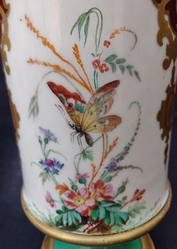 Paire de vases piédouche porcelaine de Paris XIXème