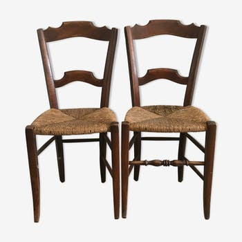 Lot of 2 wooden chairs with mulched seat