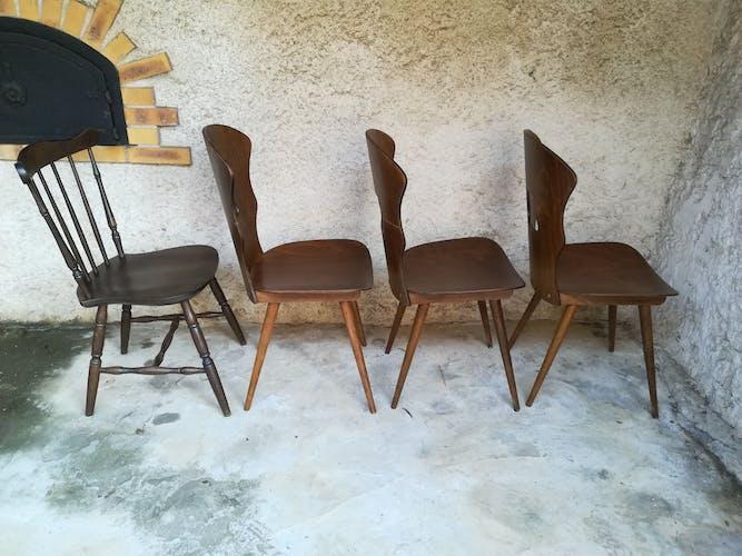 Huit chaises bistrot dépareillées