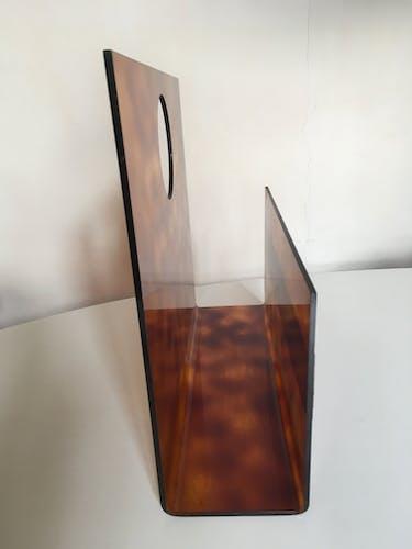 Porte-revue 70s en lucite écaille Pompidou era
