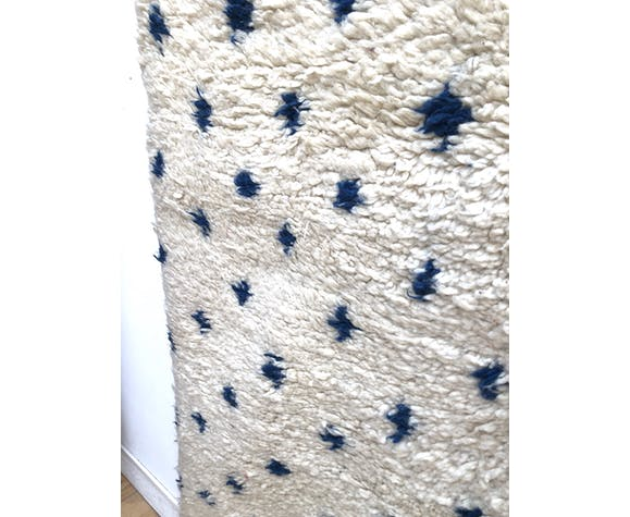 Old moroccan berber carpet beni ouarain with turquoise blue polka dots 2.8x1.78m
