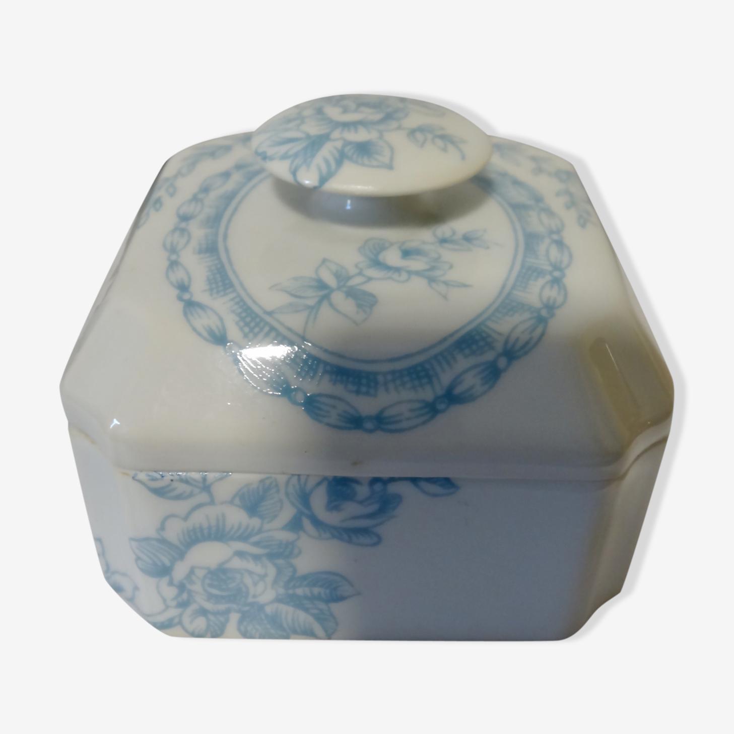 Bonbonniere en porcelaine de Paris