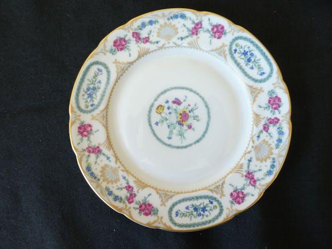 6 assiettes a desserts en porcelaine de Limoges Bernardaud modele vigny
