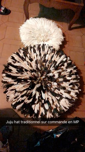 Traditional juju hat in natural feathers 80cm